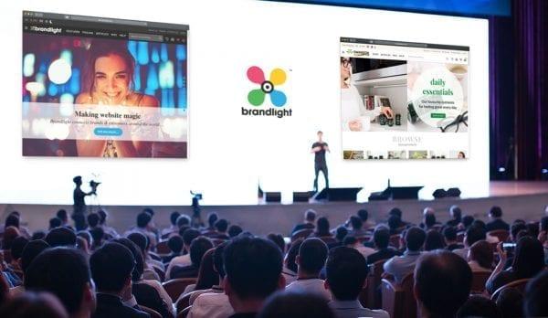 Presentazione di Brandlight Invstor sul grande schermo
